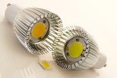 Bulbos GU10 do diodo emissor de luz com grandes microplaquetas Foto de Stock