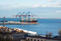 Bulck船装货在大货物终端 库存图片