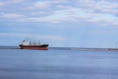bulck Schiff im Seehafen Stockbild