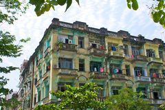 Bulding dans le type colonial à Yangon, Myanmar Photographie stock libre de droits
