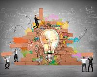 Bulding een nieuw creatief idee Stock Afbeelding
