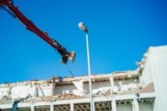 Bulding rozbiórkowy zniszczenie artykułuje machinalnym ja Zdjęcia Royalty Free