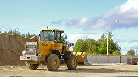 Buldożer z wiadro budowy szybkościową drogą zbiory