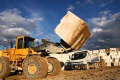 Buldozer in steengroeve Stock Foto's