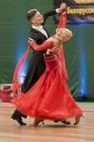 Buldyk Sergey y demostración de la danza de Raiko Alena Perform Adult Show Case durante el campeonato nacional fotos de archivo