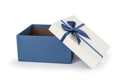 Bule有bule丝带弓的礼物盒 免版税库存图片