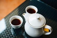 Bule com os copos do chá Fotos de Stock Royalty Free
