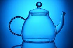 Bule de vidro transparente no azul imagens de stock royalty free