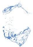 Bule despeja el chapoteo del agua en fondo blanco aislado Imagen de archivo