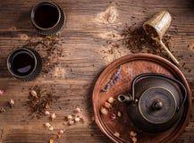 Bule e xícaras de chá Imagem de Stock