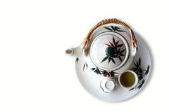 Bule e xícaras de chá do chinês tradicional no fundo branco Fotografia de Stock Royalty Free