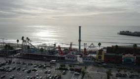 bulevar aéreo de Santa Cruz California Beach Pier Surf del vuelo 4K almacen de video