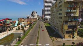 Bulevar da frente marítima em Batumi Geórgia com construções de vários andares em um lado video estoque