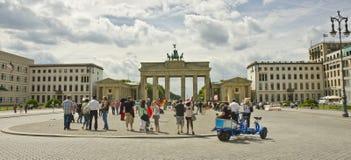 Bulevar do Linden do antro de Unter e porta de Brandemburgo, Berlim, Alemanha Imagem de Stock Royalty Free
