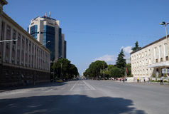 Bulevardi Deshmoret e Kombit in Tirana stockbilder