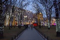 Bulevares de la decoración de la Navidad y calles de Moscú Fotos de archivo libres de regalías