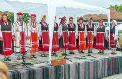 bulgária Concerto do coro nacional do ` s das mulheres nos jogos de Nestenar na vila dos búlgaros Fotografia de Stock