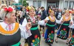 bulgária Ensaio antes do concerto em jogos de Nestenar na vila dos búlgaros Fotografia de Stock Royalty Free