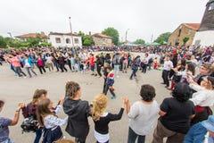 bulgária Grande dança do convidado em jogos de Nestenar na vila dos búlgaros Fotografia de Stock