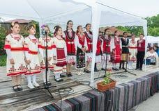bulgária Músicas do feriado do ` s das crianças em jogos de Nestenar na vila dos búlgaros Fotografia de Stock