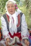 Bulgaarse oude tradiition van de Dame kamwol royalty-vrije stock foto's