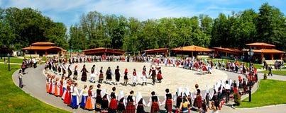 Bulgaarse traditionele dansen royalty-vrije stock fotografie