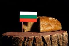 Bulgaarse vlag op een stomp met brood Royalty-vrije Stock Foto's