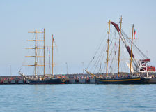 Bulgaarse zeilboten Kaliakra en Koninklijke Helena in de haven van Sotchi Stock Foto's
