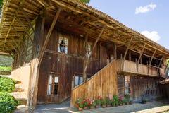 bulgaria Arquitectura de madera tradicional de los Balcanes Imágenes de archivo libres de regalías