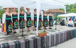 bulgaria Canzoni di festa del ` s delle donne sui giochi di Nestenar nel villaggio dei bulgari Immagine Stock Libera da Diritti