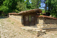 bulgaria Casa rural búlgara del inicio de sesión fotos de archivo