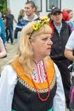 bulgaria Costume festivo del ` s delle donne sui giochi di Nestenar nel villaggio dei bulgari Fotografia Stock