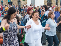 bulgaria Danse de fête femelle sur des jeux de Nestenar dans le village des Bulgares Images libres de droits