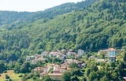bulgaria Smolyan: casa sul pendio di collina Fotografie Stock