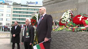 Bulgarian and Russian deputies at the monument to the Russian tsar in the center of Sofia, Bulgaria stock video