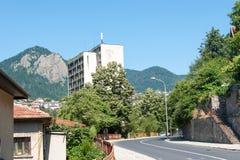 bulgarien Die Straße in Smolyan Lizenzfreies Stockfoto
