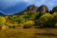 Bulgarien Smolyan sjöar Arkivfoton