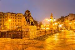 Bulgarien, Varna, die Brücke von Löwen in der Nachtstadt Lizenzfreie Stockfotos