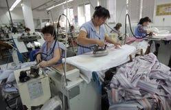 Bulgarienskräddarear som beklär fabriken Royaltyfri Bild