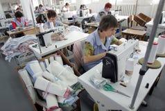 Bulgarienskräddarear som beklär fabriken Royaltyfria Bilder