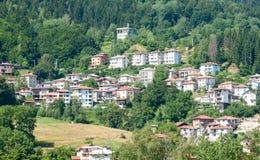 Bulgarije, de zomer Nieuwe Smolyan - de stad in het hout Stock Foto's