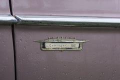 Bulgarije, Elhovo - Oktober 07, 2017: Roze Cadillac-Reeks 62 Coupé 1958 Kenteken Het detail van het naamkenteken van Roze Cadilla Stock Fotografie