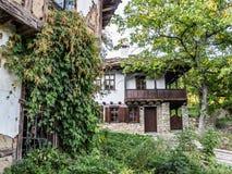 Bulgarische Häuser der alten Wiederbelebung bei Baba Stana Neighborhood, Oreshak, Bulgarien Stockfoto