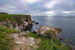 Bulgarische Seeküsten-Ansicht zum Süden von der Seeseite in Balchik lizenzfreie stockfotos