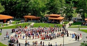 Bulgarische traditionelle Tänze stockfoto