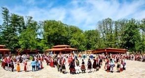 Bulgarische traditionelle Tänze lizenzfreie stockfotografie