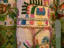 Bulgarisches traditionelles Volksteppichgewebe mit geometrischen Motiven und hellen Farben Lizenzfreie Stockfotos