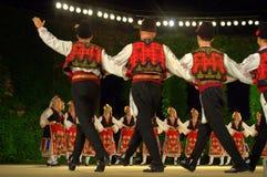 Bulgarisk folkdansgrupp Arkivbild