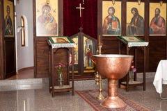 Bulgarisk kyrka-förberedelse av ortodox döpa ceremoni Royaltyfri Fotografi
