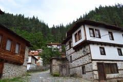 Bulgariska gamla berghus royaltyfria bilder